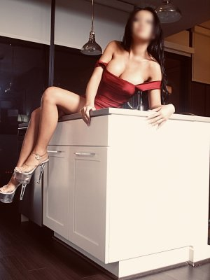 Azelle escort girl in Aventura Florida