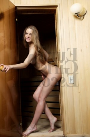 Anne-dorothee escort girl