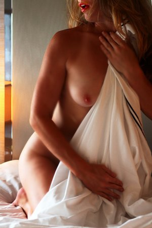 Adrianna escort girl